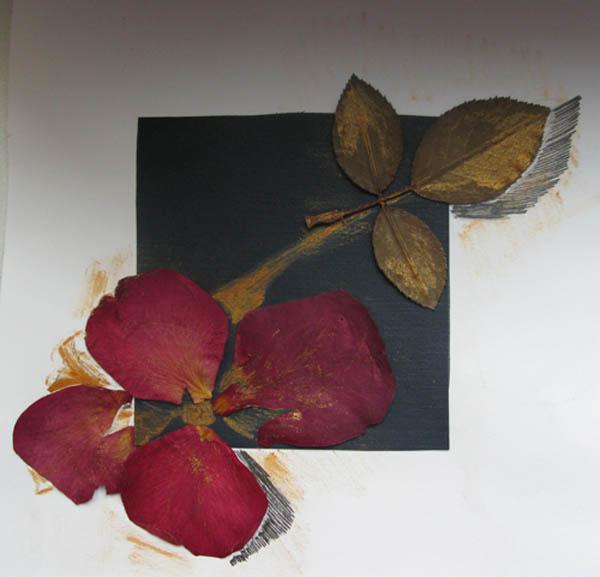 Композиция из лепестков роз своими руками