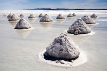 800px-Piles_of_Salt_Salar_de_U ...